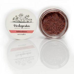 A Herbsgarden hibiszkuszos arcradír magörleményekkel finoman radíroz, majd AHA gyümölcssavainak köszönhetően enyhén hálaszt elősegítve a bőr megújulását.